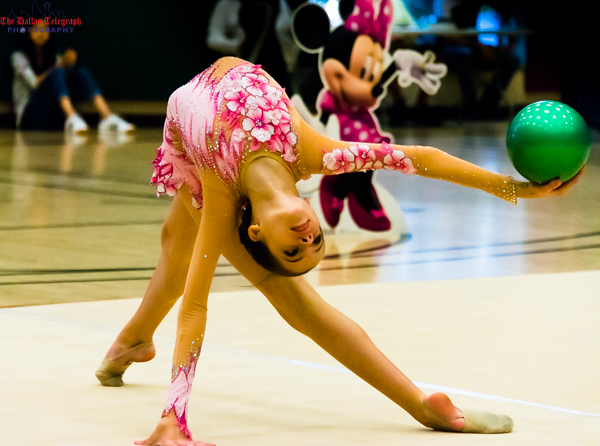 Школа Rhythmic Ribbon of Texas путешествовала в мир Диснея